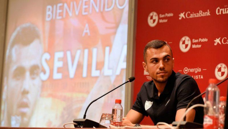 Presentación de Joan Jordán como nuevo jugador del Sevilla.   Imagen: Sevilla FC