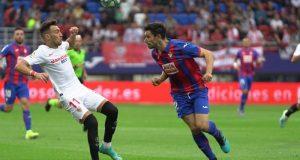 Munir disputando el balón en el partido del Sevilla frente el Eibar.   Imagen: Sevilla FC