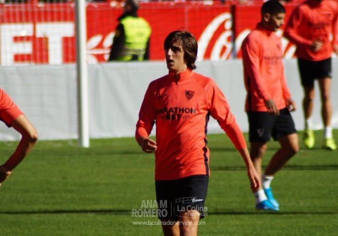 Bryan Gil, jugador del Sevilla, durante el entrenamiento hoy | Ana M Romero - La Colina de Nervión