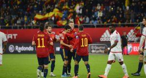 España celebrá el gol de Navas