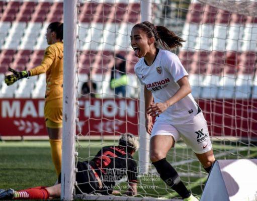 Isabella Echeverri, jugadora del Sevilla Femenino, durante el partido ante el Atlético de Madrid   Fotos: La Colina de Nervión - Javi Barroso