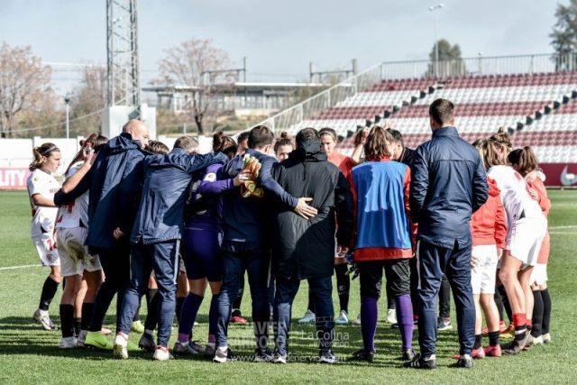 El Sevilla Femenino celebrando la victoria en el partido frente al Sporting Huelva | Imagen: La Colina de Nervión - Javi Barroso