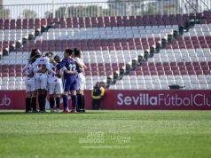El Sevilla Femenino, haciendo una piña antes del partido ante el EDF Logroño | Imagen: La Colina de Nervión - Javi Barroso