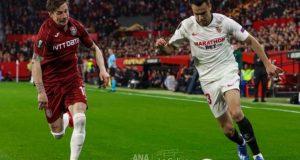 Reguilón, en una acción del Sevilla FC frente a un futbolista del Cluj | Foto: Ana Marín, La Colina de Nervión