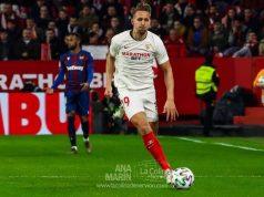 Luuk De Jong conduce el balón en el Sevilla FC-Levante de Copa del Rey
