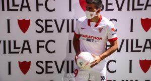 Marcos Acuña en su presentación como futbolista del Sevilla FC
