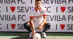 Marcos Acuña en su presentación como futbolista del Sevilla FC | Imagen: Sevilla FC