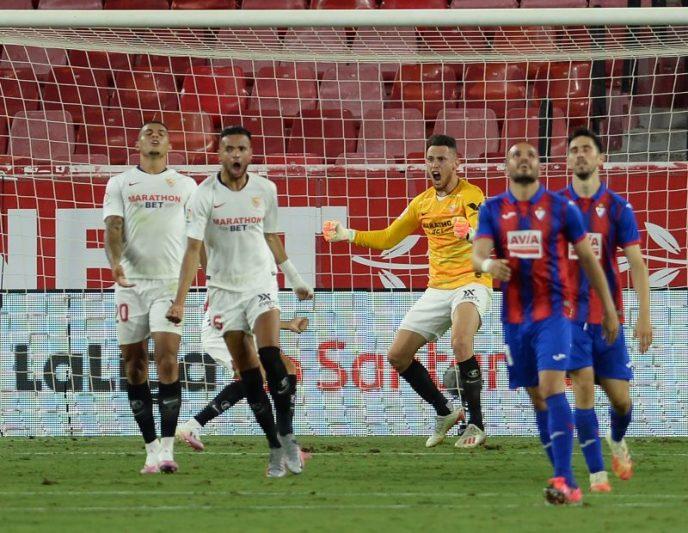 Lucas Ocampos celebrando la victoria en el partido entre el Sevilla FC y la SD Eibar