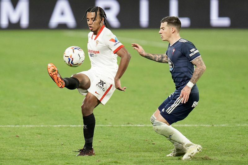 Koundé controla un balón frente al Celta en LaLiga | Imagen: Sevilla FC
