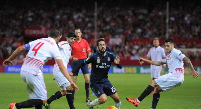 Isco Alarcón jugando frente al Sevilla FC, su opción primordial de cara al mercado de fichajes