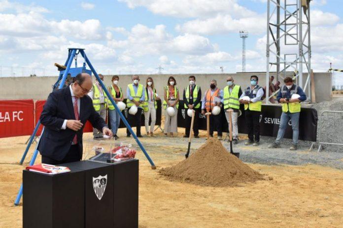 El Sevilla FC coloca la primera piedra del nuevo edificio para el primer equipo