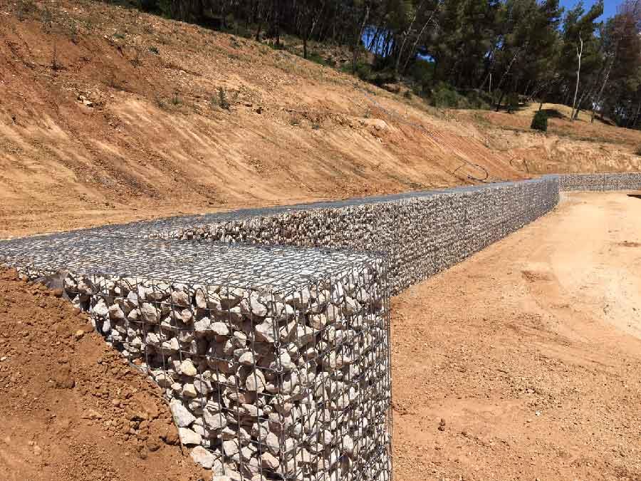 mur de soutenement en gabions rangees