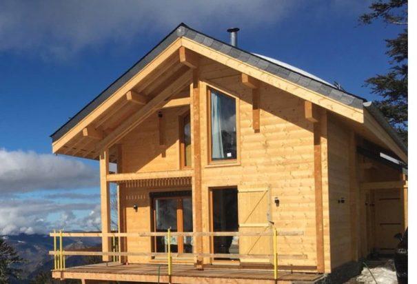 bâtiment bois empilé