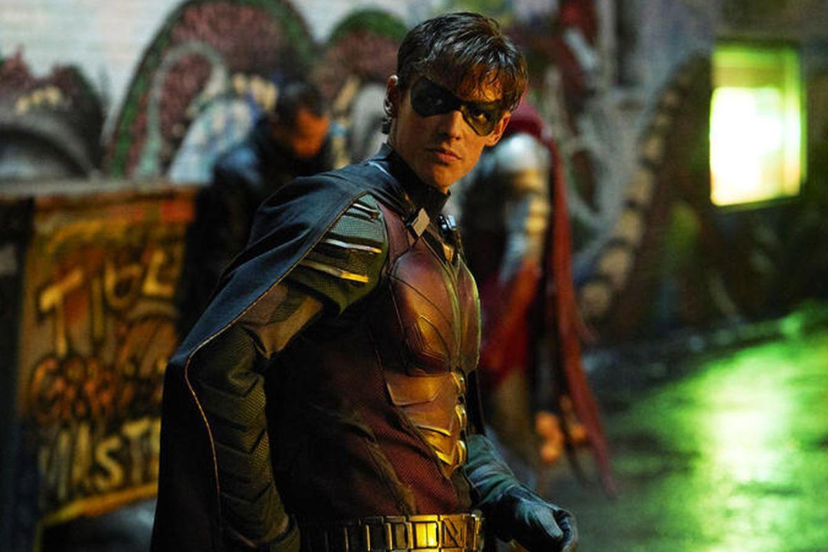 Titans anticipa el primer vistazo al traje de Nightwing