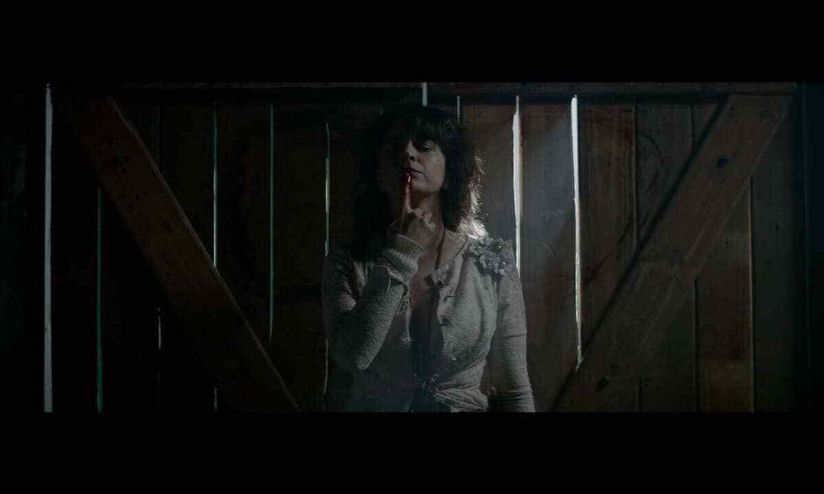 Erica Rivas protagoniza el trailer de Bruja