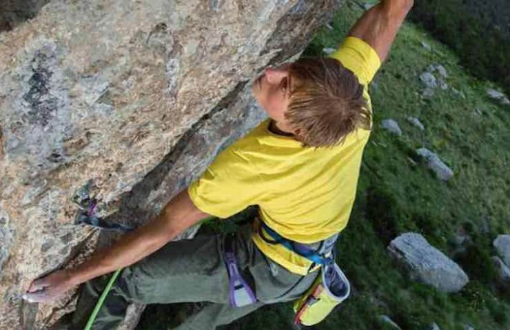 Alexander Megos climbs Jungle Boogie in Ceüse - France