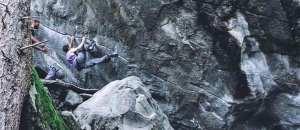Alex Khazanov klettert zwei harte Klassiker im Magic Wood