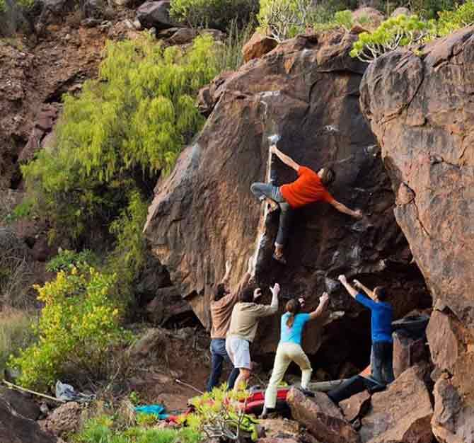 Nils Favre bouldering in Gran Canaria