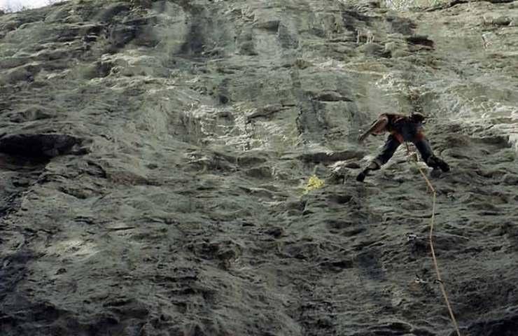 Matthias König eröffnet mit Finite Infinity die erste 9a im Berner Klettergebiet Lehn