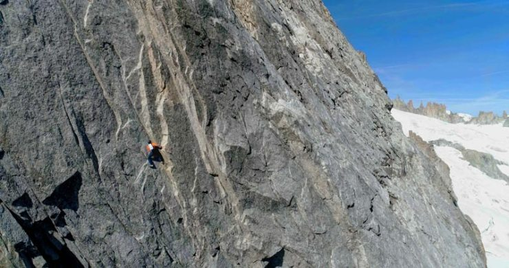 Dani-Arnold-at-the-speed-commission-an-der-Grandes Jorasses North Face-