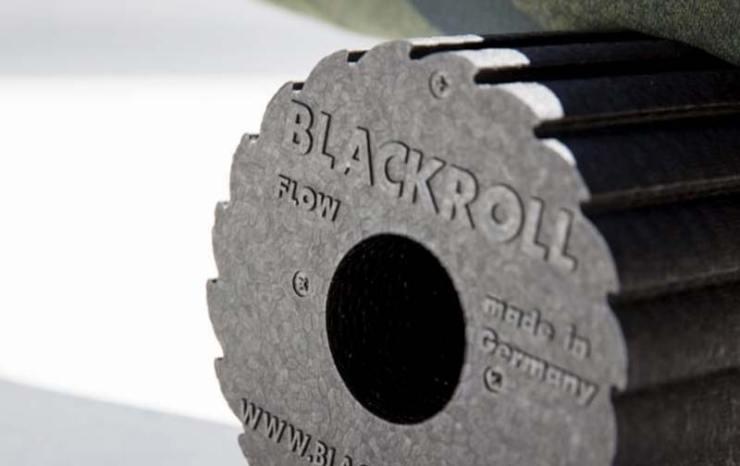 Faszientraining mit einer Blackroll (Bild Blackroll).