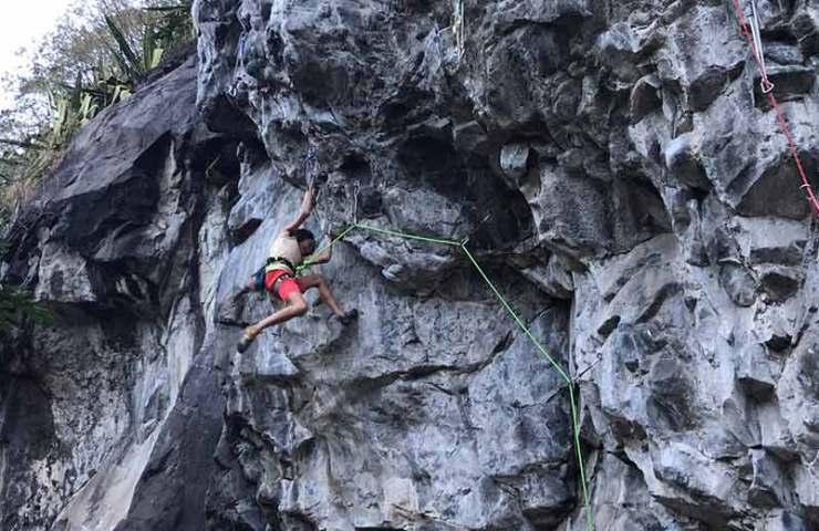 Die 13-Jährige Oriane Bertone klettert Chikungunya (8c/+) in Quaki Moustik