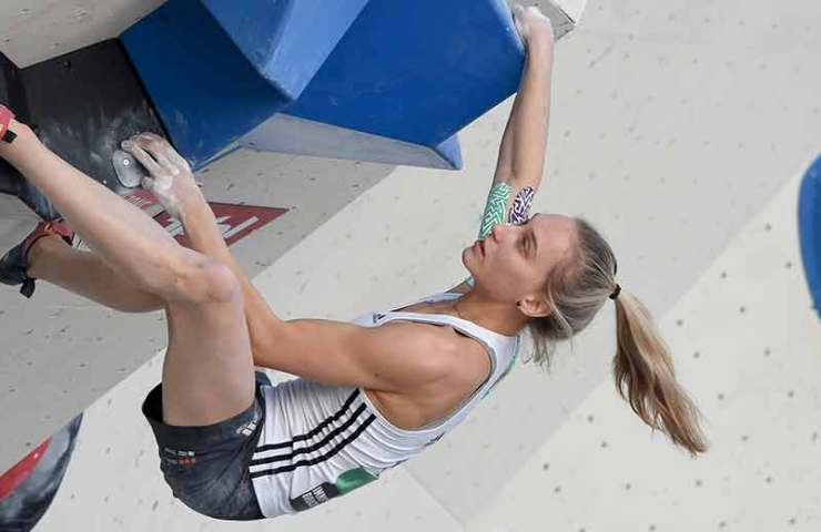 Janja Garnbret and Akiyo Noguchi win the Boulder qualification