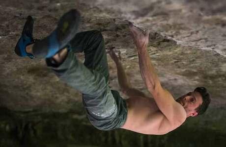 Jernej Kruder gelingt die Erstbegehung des 8c-Boulders Metafizika in Slowenien