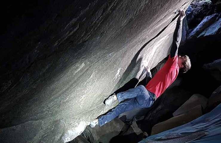 Christof Rauch bouldert Glory Hole, Gipsy, Tipsy und holt sich eine Erstbegehung im Magic Wood