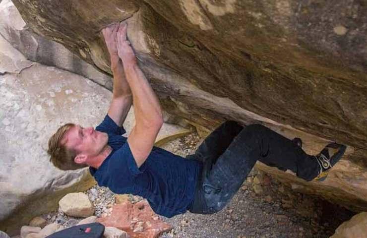 Nalle Hukkataival gelingt die dritte Begehung des Boulders Sleepwalker