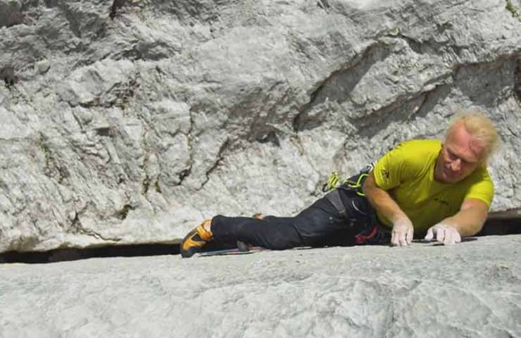 Video: Beat Kammerlander during the inspection of the multi-pitch route Kampfzone (6 SL, 8c) in the Rätikon