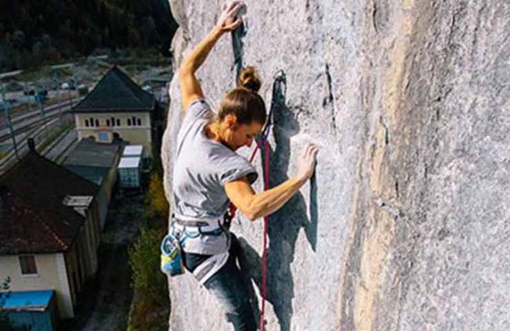 Vom Schnee an den Fels: Nadine Wallner punktet die Tradroute Prinzip Hoffnung in Bürs