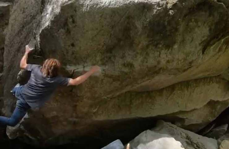 Daniel Woods begeht 8c Boulder im Val Bavona: La Rustica