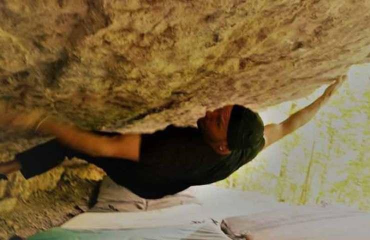 Toni Lamprecht gelingt die Erstbegehung des 8b+ Boulders Muttertagsdach in Kochel