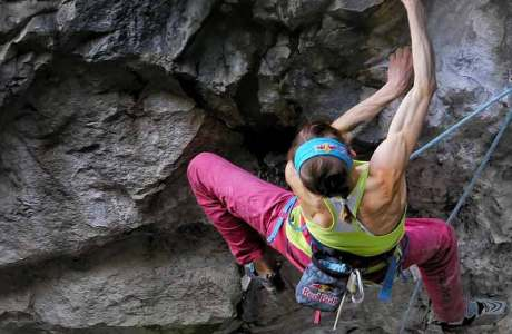 Angy Eiter wiederholt Adam Ondra's Route Pure Dreaming (9a) in Arco