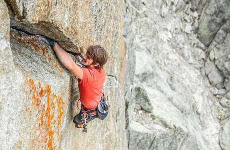 Nils Favre klettert Trad-Route Darbellay am Petit Clocher