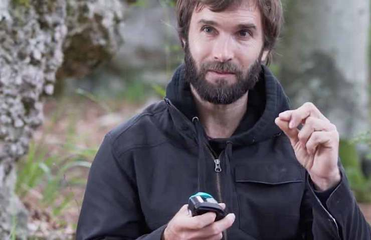 Pro tip from Chris Sharma: That's how you can dynamically secure with the Grigri