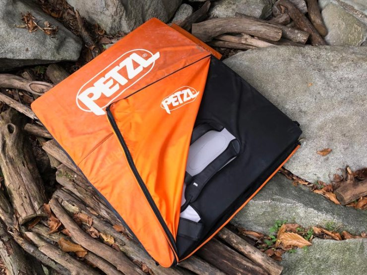 The practical cover of the Petzl Cirro protects against stumbling accidents.