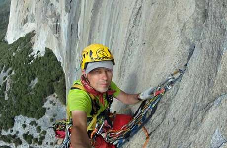 Marek Raganowicz climbs the heavy and dangerous route Born Under a Bad Sign single-handedly