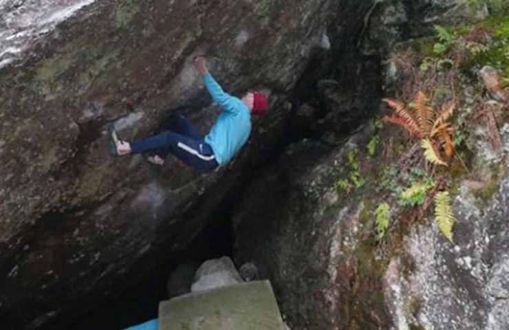 Der Brite Eliot Stephens klettert Arzak (8c) und reihenweise weitere harte Boulder