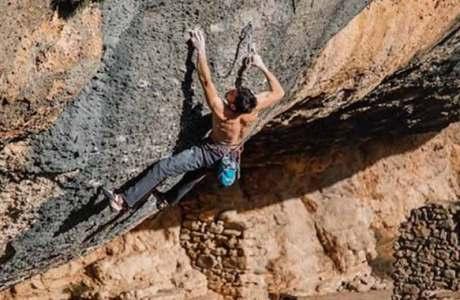 Stefano Carnati knackt den Boulder Dreamtime und die Route Demencia Senil