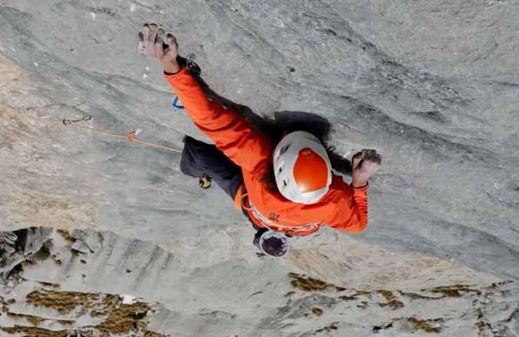 Fabian Buhl gelingt die erste freie Begehung der Route Déja im Rätikon