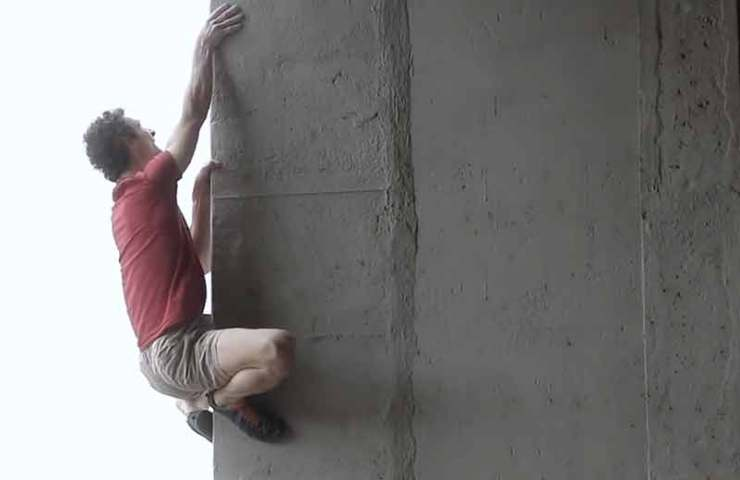 Urban bouldering at the highest level: Adam Ondra commits 8b