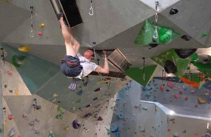 Esta es quizás la ruta de escalada de grietas en interiores más difícil del mundo.