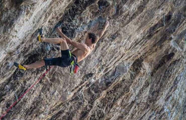 Adam-Ondra-Beginning-9a-plus-Sid-Lives-9a-und-Atene-Naturale-9a-gepunktet.jpg