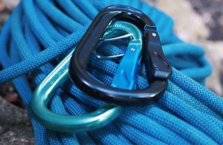 The Austrialpin HMS Rondo Autolock carabiner being tested