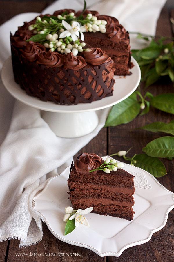 torta al cioccolato con fiori di zagara