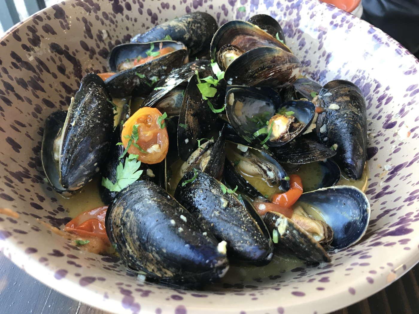 Steamed clams at La Puglia