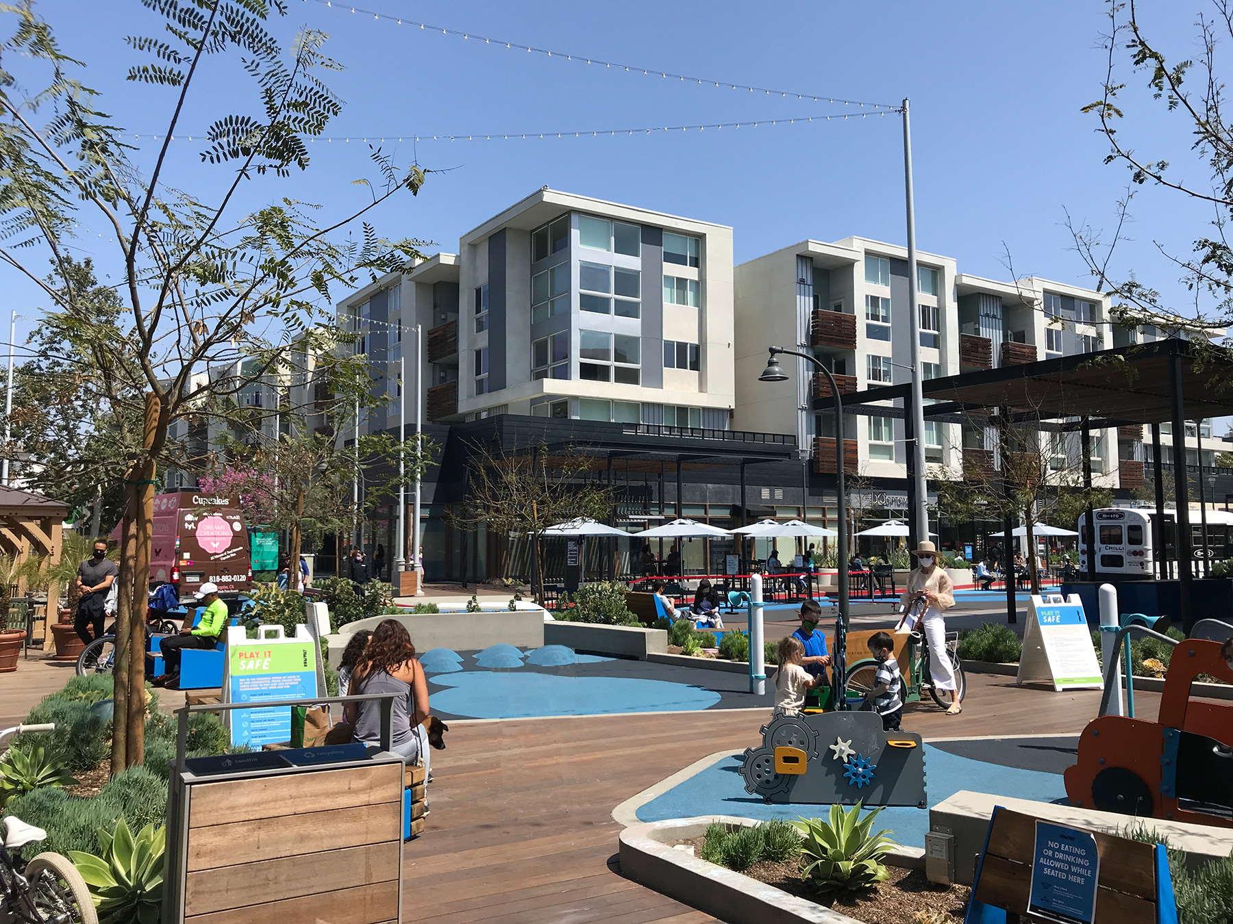 Free Market Playa Vista