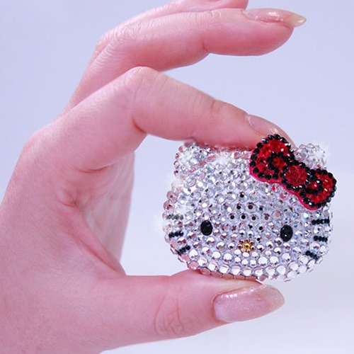 The Limited Edition Hello Kitty Swarovski Crystal MP3 Player (4)